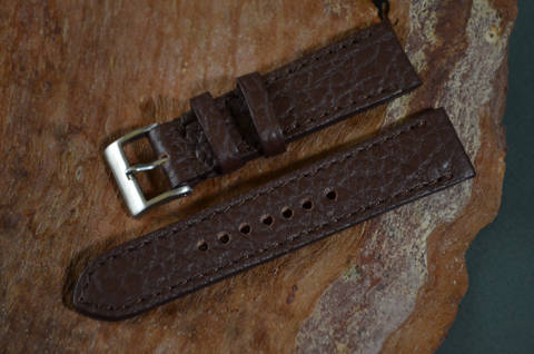BROWN I MATTE is one of our hand crafted watch straps. Available in brown color, 3 - 3.5 mm thick.