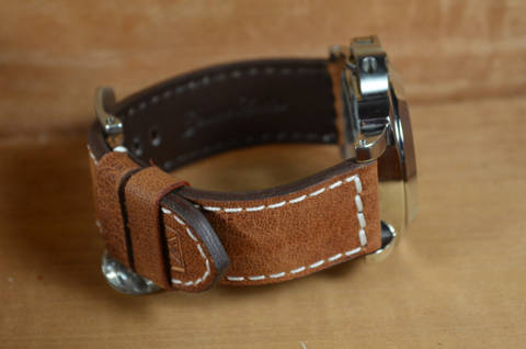 BROWN II is one of our hand crafted watch straps. Available in brown color, 3.5 - 4 mm thick.