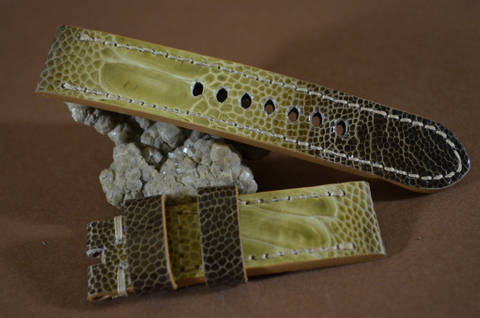 GOLD 20-20 115-75 MM D is one of our hand crafted watch straps. Available in gold color, 4 - 4.5 mm thick.