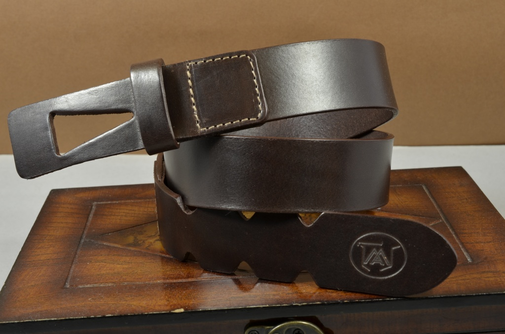 35MM CALF DESIGN ARROW BROWN is one of our hand crafted belts, made with exceptional quality calf saddle leather. Available in brown color, 35 mm wide & 4 - 4.5 mm thick.