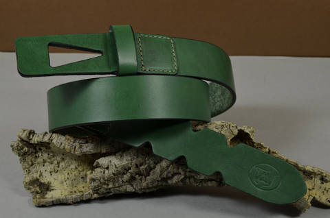 35MM CALF DESIGN ARROW GREEN is one of our hand crafted belts, made with exceptional quality calf saddle leather. Available in green color, 35 mm wide & 4 - 4.5 mm thick.