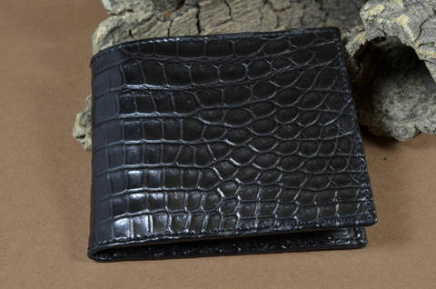 ROMA - ALLIGATOR 2 BLACK is one of our hand crafted wallets, made using alligator matte  & calf skin in the interior. Available in black color.
