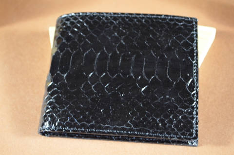 ROMA - PYTHON 5 BLACK is one of our hand crafted wallets, made using python belly shiny & calfskin / textil in the interior. Available in black color.