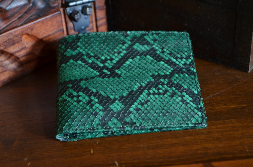 FIRENZE - PYTHON 14 GREEN is one of our hand crafted wallets, made using python back matte & calfskin / textil in the interior. Available in green color.