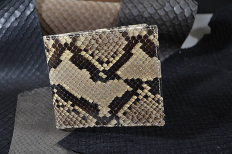 FIRENZE - PYTHON 44 BEIGE is one of our hand crafted wallets, made using python back shiny & calfskin / textil in the interior. Available in beige color.