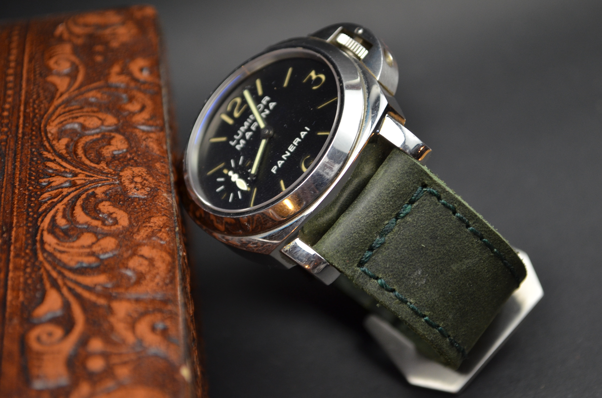GREEN I is one of our hand crafted watch straps. Available in green color, 4 - 4.5 mm thick.