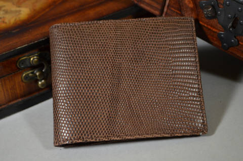 FIRENZE - LIZARD 29 BROWN is one of our hand crafted wallets, made using salvator lizard matte & calfskin / textil in the interior. Available in brown color.