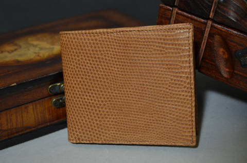 FIRENZE - LIZARD 33 HAVANA is one of our hand crafted wallets, made using salvator lizard matte & calfskin / textil in the interior. Available in havana color.