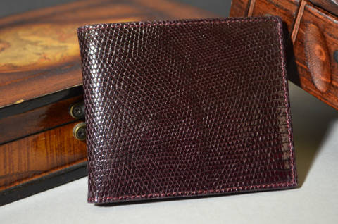 FIRENZE - LIZARD 42 BURGUNDY is one of our hand crafted wallets, made using salvator lizard shiny & calfskin / textil in the interior. Available in burgundy color.