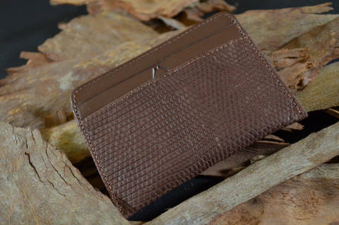 AMALFI - LIZARD 10 COFFEE is one of our hand crafted wallets, made using salvator lizard matte & calfskin / textil in the interior. Available in coffee color.