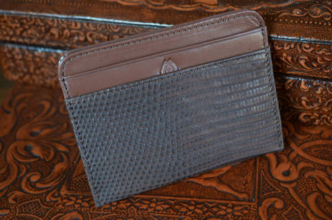 AMALFI - LIZARD 20 BROWN is one of our hand crafted wallets, made using salvator lizard matte & calfskin / textil in the interior. Available in brown color.