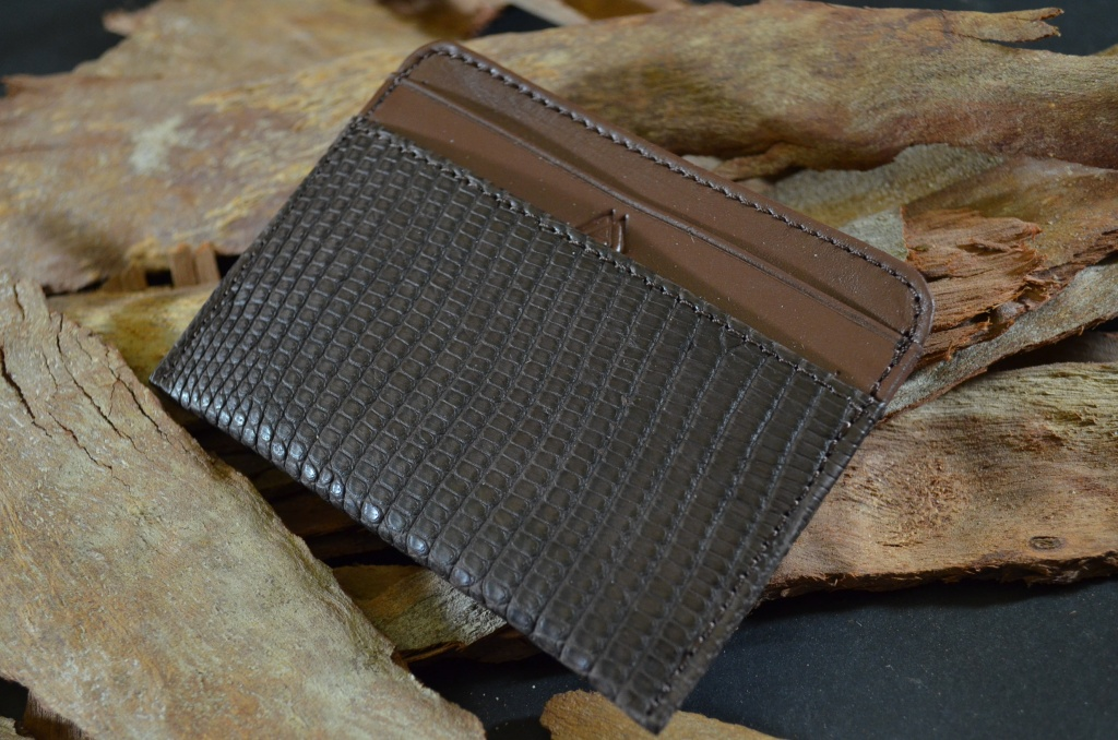 AMALFI - LIZARD 9 BROWN is one of our hand crafted wallets, made using salvator lizard matte & calfskin / textil in the interior. Available in brown color.