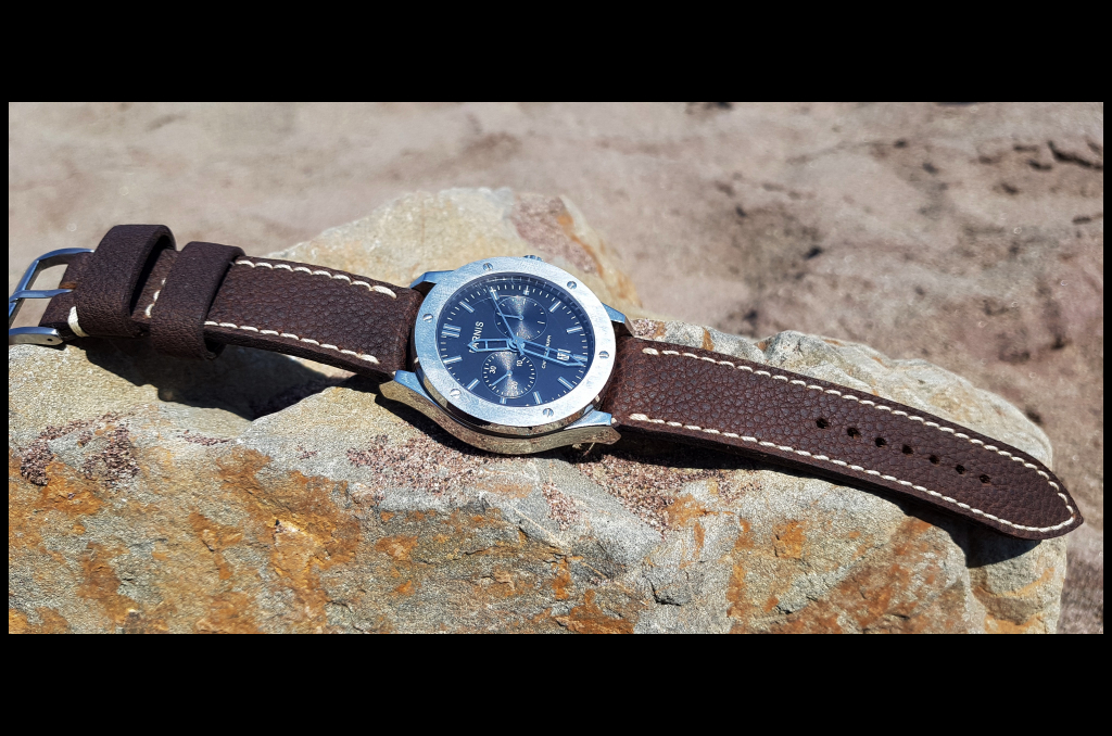 BUBBO I is one of our hand crafted watch straps. Available in brown color, 3 - 3.5 mm thick.