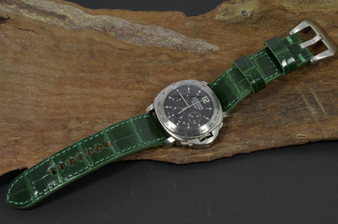 GREEN - SQUARE SCALE is one of our hand crafted watch straps. Available in green color, 3.5 - 4 mm thick.