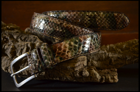 35MM EXOTIC PYTHON AFRICA SHINY is one of our hand crafted belts, made with exceptional quality python back shiny. Available in africa color, 35 mm wide & 3.5 - 4 mm thick.