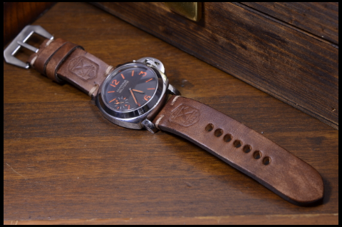 X OIL BROWN is one of our hand crafted watch straps. Available in oil brown color, 4 - 4.5 mm thick.