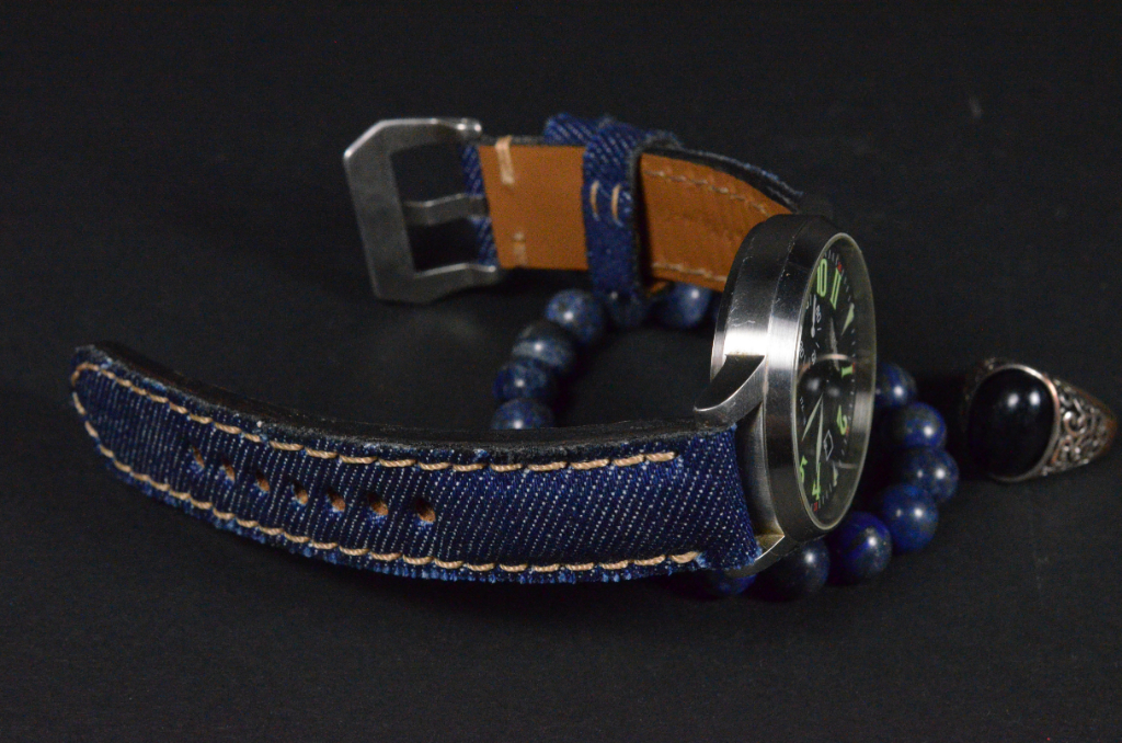 DENIM 2 is one of our hand crafted watch straps. Available in jeansblue color, 4 - 4.5 mm thick.