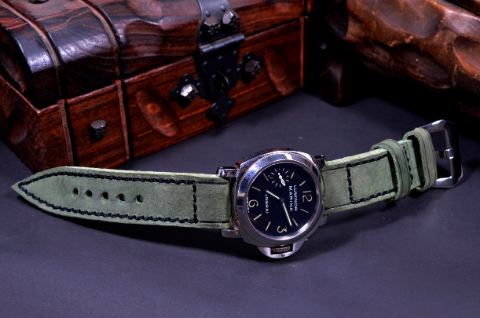 PUL GREEN III is one of our hand crafted watch straps. Available in vintage green color, 4 - 4.5 mm thick.