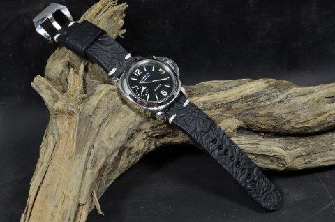 HISPANO I is one of our hand crafted watch straps. Available in black color, 4 - 4.5 mm thick.
