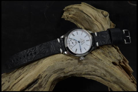 HISPANO I is one of our hand crafted watch straps. Available in black color, 3 - 3.5 mm thick.