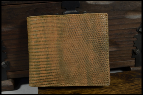 ROMA - LIZARD 12 HAVANA MATTE is one of our hand crafted wallets, made using salvator lizard matte & calfskin / textil in the interior. Available in brown havana color.