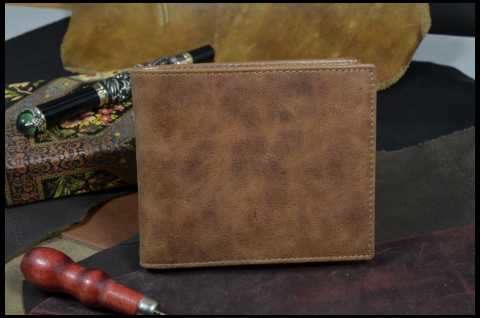 ROMA - CALF 16 BOX CALF BROWN is one of our hand crafted wallets, made using box calf & calfskin / textil in the interior. Available in brown color.