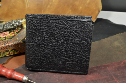 ROMA - CALF 18 KARABU BLACK is one of our hand crafted wallets, made using calf karabu leather & calfskin / textil in the interior. Available in black color.
