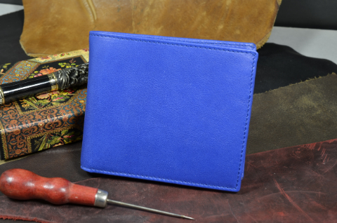 ROMA - CALF 24 CALF PREMIER BLUE is one of our hand crafted wallets, made using calf leather & calfskin / textil in the interior. Available in blue color.
