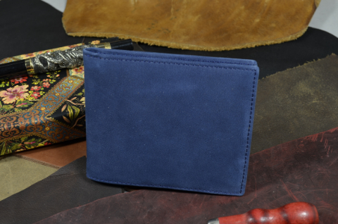 FIRENZE - CALF 1 NUBUK BLUE is one of our hand crafted wallets, made using calf nubuk leather & calfskin / textil in the interior. Available in blue color.