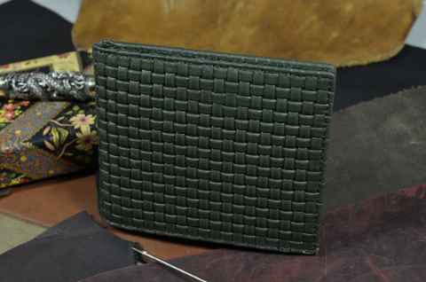 FIRENZE - CALF 2 BRAIDY GREEN is one of our hand crafted wallets, made using embossed calf leather & calfskin / textil in the interior. Available in green color.