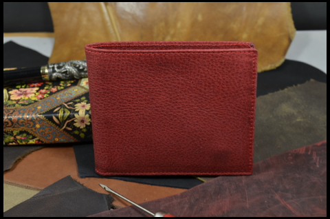 FIRENZE - CALF 3 BOX CALF RED is one of our hand crafted wallets, made using box calf & calfskin / textil in the interior. Available in red color.