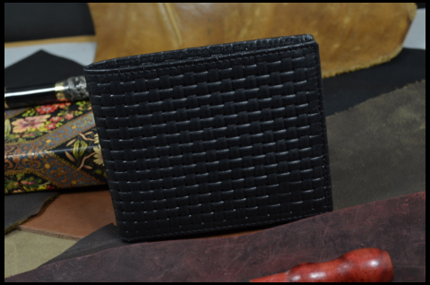 FIRENZE - CALF 16 BRAIDY BLACK is one of our hand crafted wallets, made using embossed calf leather & calfskin / textil in the interior. Available in black color.