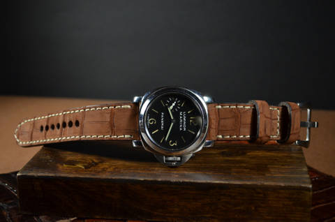NUBUK TOBACCO SQUARE SCALE is one of our hand crafted watch straps. Available in tobacco color, 4 - 4.5 mm thick.