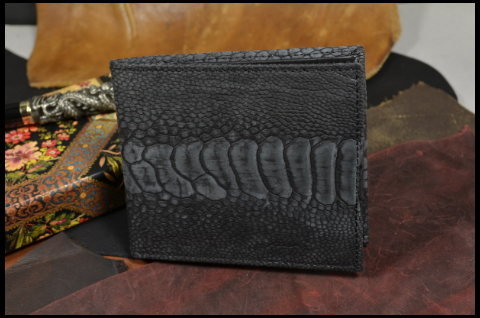 FIRENZE - OSTRICH LEG 71 NUBUK BLACK is one of our hand crafted wallets, made using ostrich leg nubuk matte & calfskin / textil in the interior. Available in black color.