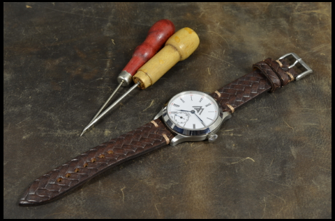 ESPARTO I is one of our hand crafted watch straps. Available in brown color, 3 - 3.5 mm thick.